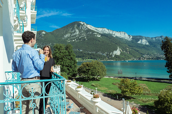 Salle de réunion avec balcon face au lac - Centre de congrès Annecy